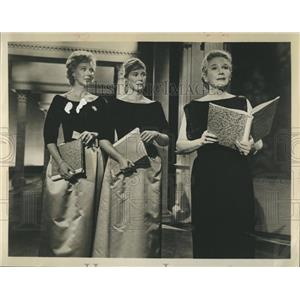 1963 Press Photo actresses Ann Harding, Collen Dewhurst and Nancy Wickwire