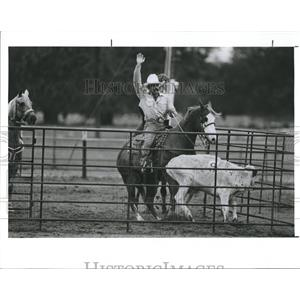 1990 Press Photo A cowboy in team penning exercise at rodeo - RSH93651