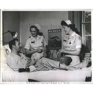 Press Photo Red Cross Nurses Take Care Of Patient In Hospital - RSH81497