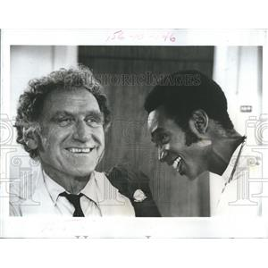 "1972 Press Photo James Whitmore & Cleavon Little in ""Temperature Rising"""