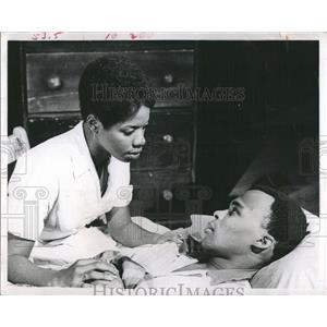 """1969 Press Photo Gloria Poitier stars in play """"The Amen Corner"""""""