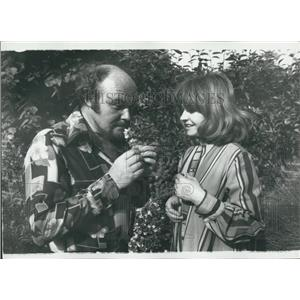Press Photo Actress Prunella Husband Timothy West Garden Wandsworth London