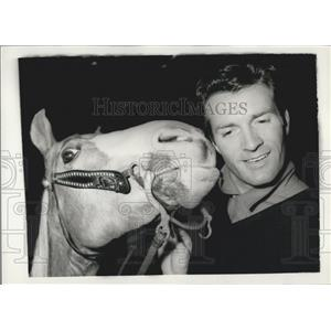 "1958 Press Photo Hugh O'Brian and ""Goldie"" in London"