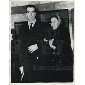 1958 Press Photo Linda Christian & Count Francisco Pigaitari leaving the hotel
