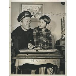 """1962 Press Photo Red Buttons and Ronny Howard on """"GE Theater"""""""