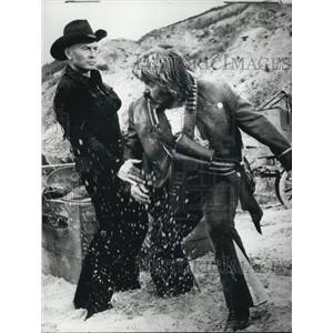 1970 Press Photo Yul Brinner and Pedro Sanchez in Cinecitta