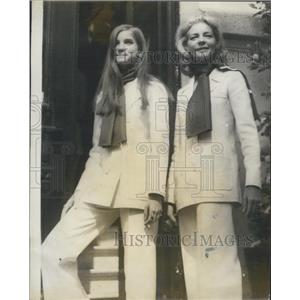 1968 Press Photo Lauren Bacall and her daughter attend fashion show