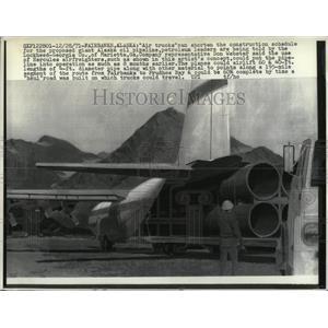 1971 Press Photo Air trucks Alaska oil pipeline shorten - RRW57403