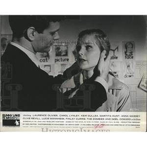 "1965 Press Photo Carole Lynley & Keir Dulles in ""Bunny Lake is Missing"""