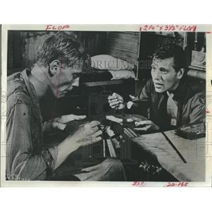 "1967 Press Photo George Segal and James Fox ""King Rat"""