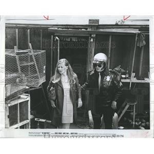 1969 Press Photo Actress Shirley Knight Policeman Robert Duval Film Rain People