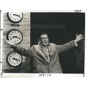 1978 Press Photo Peter Finch Wins Oscar For Role In Network - RSH98429
