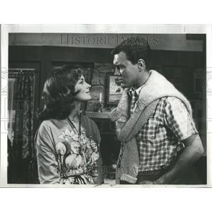 1961 Press Photo Victoria Shaw Roger Smith Actors ABC - RRR91581