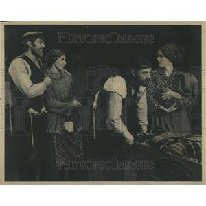 1971 Press Photo Fiddler on the Roof at Candlelight