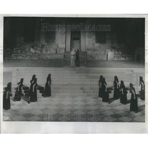 1961 Press Photo Electra Chorus Athenes D. Nikolaidou - RRR96741