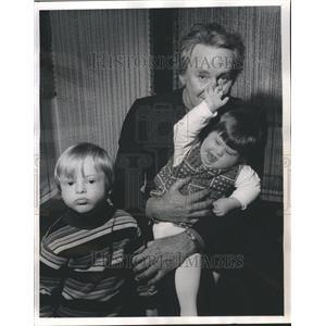 1973 Press Photo Van Johnson Mongoloid Children Down's