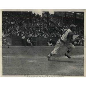 1946 Press Photo Mickey Owen player mgr of Vera Cruz team in action