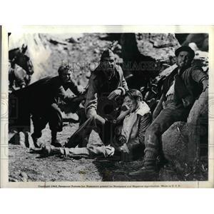 1943 Press Photo Ingrid Bergman Victor Varconi Primitivo Gary Cooper For Whom
