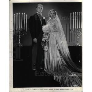 """1939 Press Photo Richard Dennis & Ellen Drew in """"Geronimo"""""""
