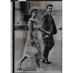 1957 Press Photo Romanian Actress Nina Diaconescue Seeks Asylum In Italy