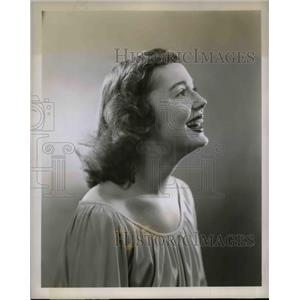 "1948 Press Photo Actress Joanne McCoy orf MBS radio ""Behind the Front Page"""