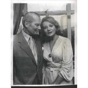 1980 Press Photo Sir Laurence Olivier Barbara Walters Television Hostess