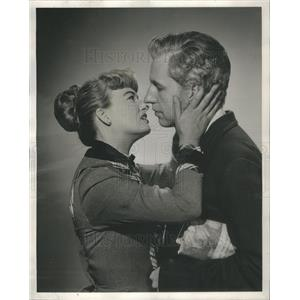 1950 Press Photo Dynamite Film Actors Addy Massen Almost Kissing - RSC81125