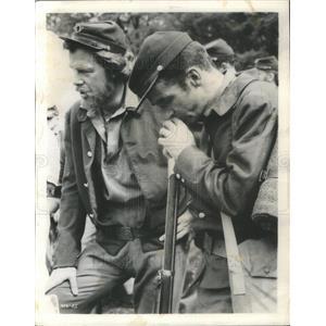 1957 Press Photo Raintree County Film Actors Marvin Clift Battle Scene