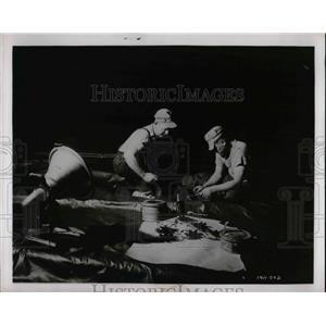 1962 Press Photo Harry Weigand Working on Navy Plane - nea67882