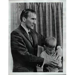 "1968 Press Photo Dr. Lendon Smith in ""The Children's Doctor"""