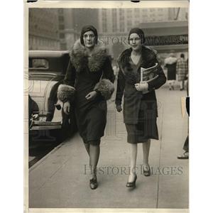 1930 Press Photo Margaret Nicholl & Martha L. Sims in NYC