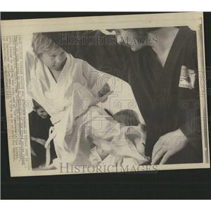 1973 Press Photo Little Boy Karate Kicks His Teacher