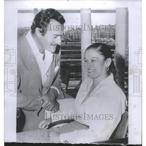 1955 Press Photo Gilbert Roland Mexican Actor - RRT81959
