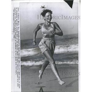 1942 Press Photo Paulette Trains selling tour nation - RRT87127