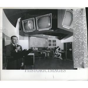 1966 Press Photo Russ Reed SMI Pepsi Store Control