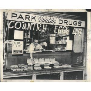 1949 Press Photo Glen Park Drug StoreEggg Rocery Stocke