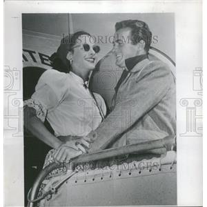 1947 Press Photo Hedy Lamarr Mark Stevens welcome home - RRT70367