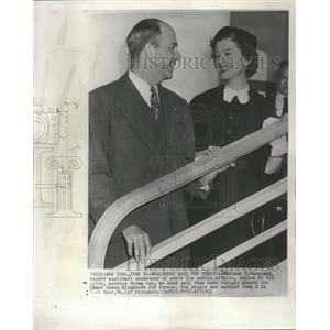 1951 Press Photo Howland H. Sargeant and Myrna Loy - RRT99477