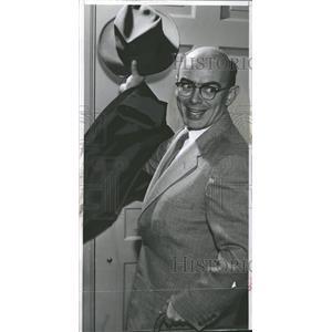 1957 Press Photo Robert S. McCollum Voice Actor - RRT67051