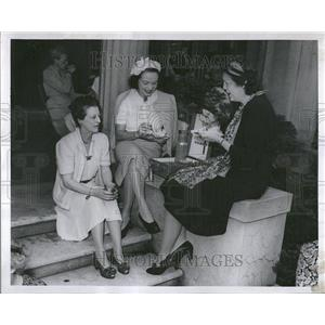 1946 Press Photo Countess Cyrat Tolstoi - RRT23667