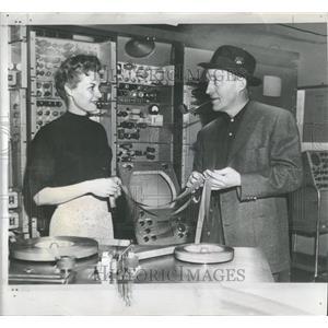 1954 Press Photo Margo James Bing Crosby - RRT71961