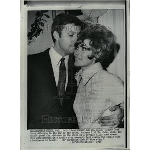 1967 Press Photo Jack Jones Jill John Whisper Ear Pose