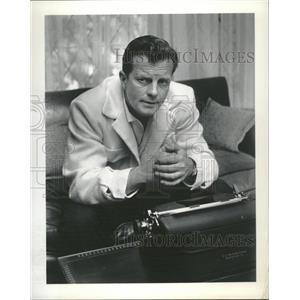 Press Photo William Lundigan at his type writer - RRT70775