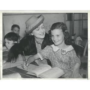 1937 Press Photo Actress Agnes Ayres & Dtr. Maria - RRT74135