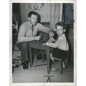 1944 Press Photo Actor George Murphy Playing With Son - RRT07291