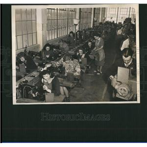1940 Press Photo Youth Make Factory Shows WWII
