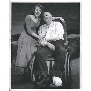 1958 Press Photo Stage Actors Betty Oakes Robert Weede - RRT87563