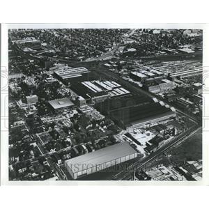1967 Press Photo Steel Aluminium Plastic Machinery Jose