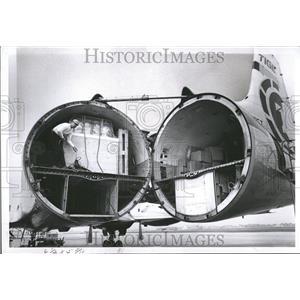 1965 Press Photo Flying Tiger Plane Loading - RRT11399