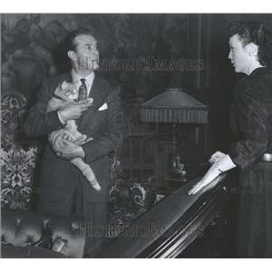 "1951 Press Photo Ray Milland-Elsie Holmes-""Rhubarb"" - RRT73619"